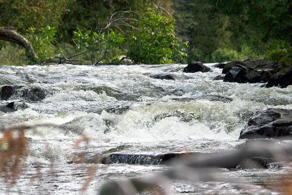 Low waterfalls on Longer Lake