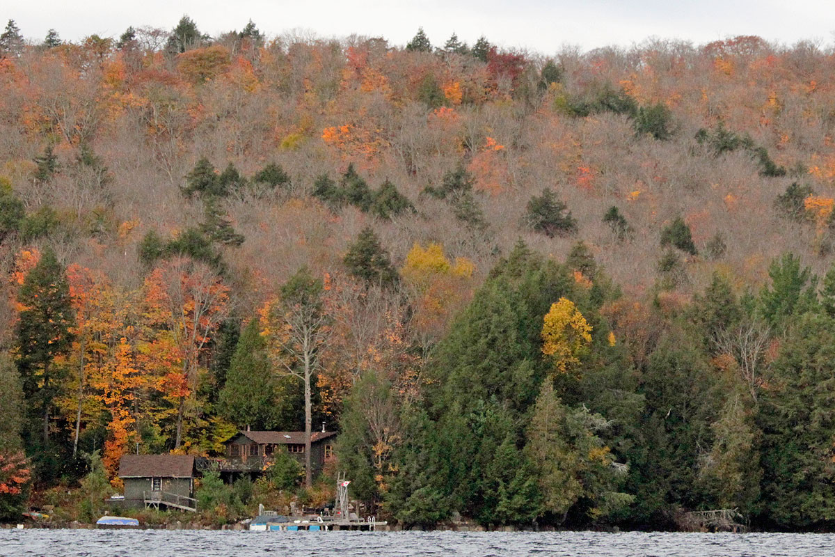 Cottage on Smoke Lake in Algonquin Park during Thanksgiving long weekend