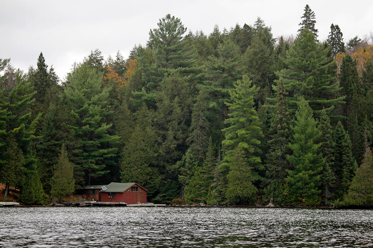 Cottage on Smoke Lake in Algonquin Park during Thanksgiving long weekend in October 2020
